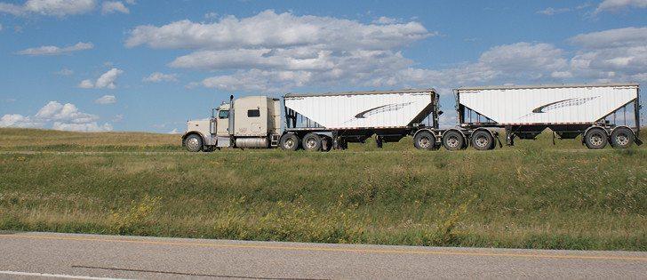 07_3col_HDM030112grain_truck_highway0709-728x315